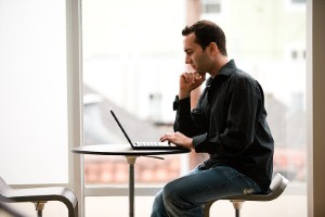 Social marketers looking to distribute their content across the web might want to target men in light of the results of a new study from AOL and Nielsen.