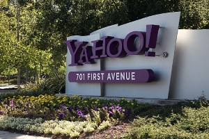 Yahoo, the No. 2 search engine in terms of American queries, has launched a new design for its image search page.