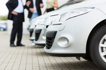 U.S. auto manufacturers could increase sales via the web using content marketing.