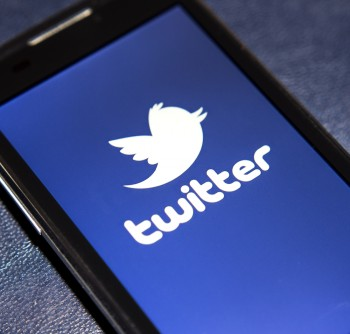 Twitter users may soon be able to click ads they like to instantly call advertisers.